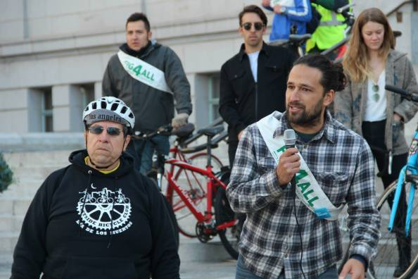 Josef Bray-Ali from Figueroa For All and Carlos Morales of Eastside Bike Club give short speeches at the Chale Con Cedillo ride. Image: Miguel Ramos